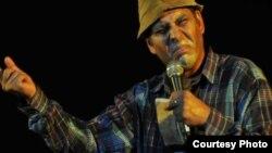 Pánfilo, interpretado por Luis Silva, es el personaje central del programa humorístico Vivir del Cuento.