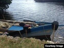 El bote que transportaba a los cubanos que desembarcaron en Palmetto Bay.