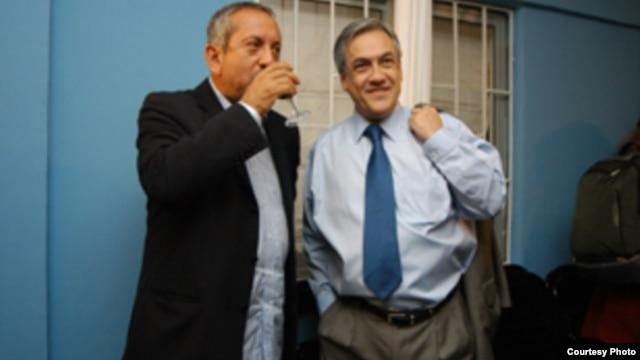 Max Marambio (izq.) juanto al actual presidente chileno, Sebastián Piñera.