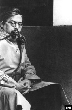 Década de 1980.- Retrato del escritor cubano, Guillermo Cabrera Infante por Jesse Fernández.