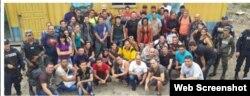 Grupo de 54 cubanos indocumentados detenidos en Honduras buscando llegar a la frontera México-EEUU.