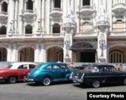 Son pocos los que pueden permitirse mantener uno de estos automóviles en buen estado (O.González)