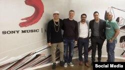 """""""Un sueño hecho realidad. ¡Feliz de pertenecer a Sony Music! Gracias"""", dijo el cantante en su página de Facebook."""