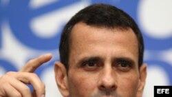 El líder opositor venezolano, Henrique Capriles, habla hoy, sábado 20 de julio de 2013, en una rueda de prensa en Lima, Perú