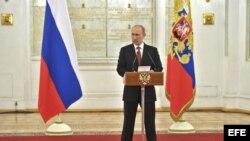 presidente ruso Vladimir Putin 28 de diciembre de 2012 promulgó ley que prohíbe adopciones de niños rusos por familias de Estados Unidos.
