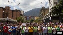 Imagen general de la marcha convocada por los estudiantes opositores