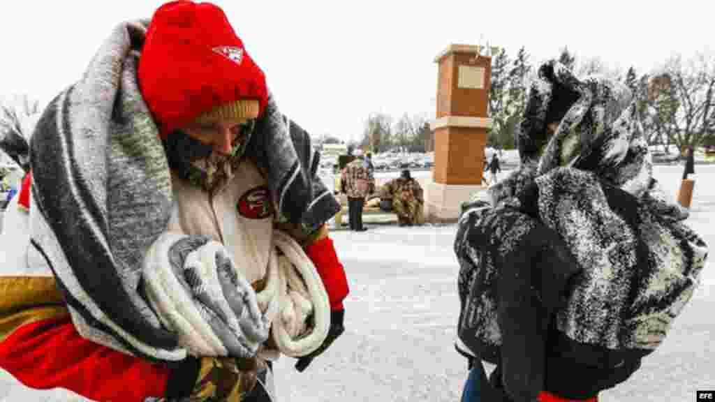 Fanaticos esperan a pesar del frio para entrar al juego de San Francisco 49ers y Green Bay