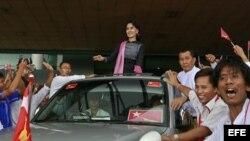 La líder opositora y premio Nobel de la Paz, Aung San Suu Kyi, culminó su histórica visita a China