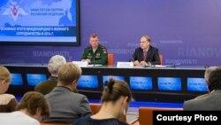 Anatoli I. Antonov en conferencia de prensa.