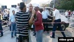 El opositor Andrés Carrión es sacado a golpes de la misa de Benedicto XVI en Santiago de Cuba.