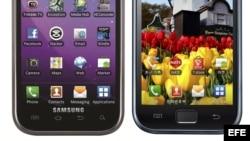 """Fotografía cedida que muestra tres ángulos del iPhone 4S de Apple (i) y los smartphones de Samsung: Galaxy S 4G (2d) y Galaxy S (d). La batalla de Apple y Samsung acerca de sus respectivos derechos de """"propiedad intelectual"""" y supuestas violaciones de pat"""