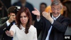 Primero Néstor Kirchner y ahora su viuda, Cristina Fernández, han estado al frente del gobierno argentino desde 2003.