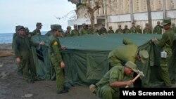 Militares llegan a Baracoa luego del paso de Matthew por la región
