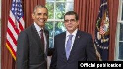 El presidente Barack Obama recibió las cartas credenciales del embajador cubano en Estados Unidos José Ramón Cabañas.