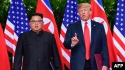 Durante su encuentro con Donald Trump, Kim Jong Un promete la desnuclearización de su país
