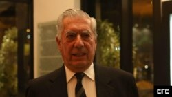 """Mario Vargas Llosa, premio Nobel de Literatura 2010, en el debate """"La nueva era de la incertidumbre - Para comprender el siglo XXI"""", en Río de Janeiro (Brasil)."""