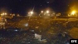 Restos del Boeing 737 que se estrelló este domingo en el aeropuerto de Kazán, en Rusia.