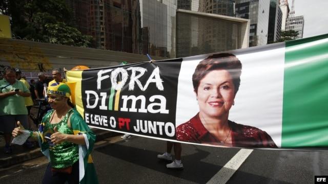 La presidenta brasileña, Dilma Rousseff, ha enfrentado este año grandes manifestaciones en contra de su gestión en diferentes sectores.