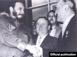 En febrero de 1960 Fidel Castro y A.I.Mikoyan suscribieron la primera declaración cubano-soviética.