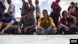 Estudiantes piden en Caracas la liberación del opositor Rosmit Mantilla. EFE