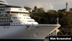 Un crucero de Norwegian Cruise Line hace su entrada a la Bahía de La Habana.