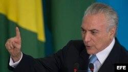El presidente de Brasil, Michel Temer, habla durante la ceremonia de posesión del Ministro de Justicia y Seguridad Pública, Torquato Jardim. Foto Archivo EFE.