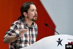 El líder de Podemos, Pablo Iglesias, durante su intervención en la IX convención del Bloque de Izquierdas portugués que se celebra hoy en el pabellón Casal Vistoso, en Lisboa.