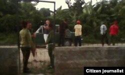 Policía custodia la casa de la opositora Nirma Hernández en Holguín