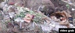 Ritual sobre el sitio en el que enterraron el cuerpo de Ricardo Viltres Naranjo.