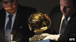 Imagen del Balón de Oro durante la gala de dicho galardón celebrada en Zúrich, Suiza.