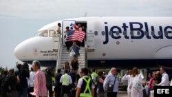El primer vuelo comercial regular entre Estados Unidos y Cuba desde 1961 aterrizó en Santa Clara el miércoles a las 10.57 hora local