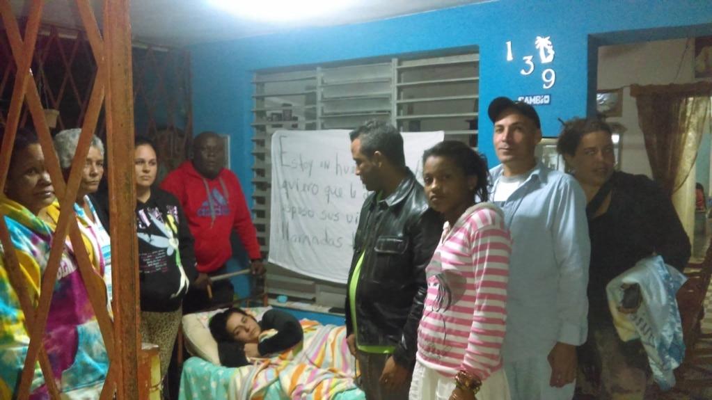 Activistas del Frente de Resistencia junto a Arianna López Roque hoy 16 de enero en Placetas.