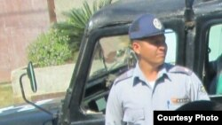 El jeep patrullero No.832, conducido por policía No.14544, en el que fueron trasladados los activistas.
