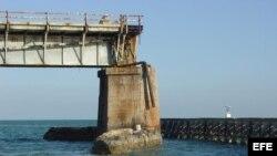 El viejo puente de las Siete Millas, que une el sur de Florida con la isla de Cayo Hueso, en el extremo sureste de EE.UU.