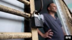Los cubanos se enfrentan a las trabas burocráticas