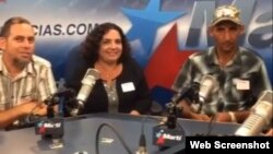 De visita en Radio marti De izq a der Mario Félix Lleonart, Yoaxis Marcheco y Manuel Pérez Rodríguez.