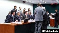 Disputa entre diputados brasileños.