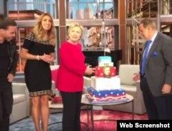 """Hillary Clinton celebró anticipadamente su cumpleaños en el show hispano de """"El Gordo y la Flaca""""."""