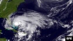 Huracan Sandy al este del estado de la Florida, la tormenta está pronosticada para seguir al norte.
