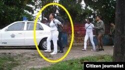 Agentes de la seguridad del Estado detienen a Lismery Quintana y otras Damas de Blanco. (Foto: Archivo)