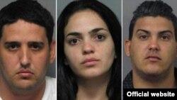 De izquierda a derecha Luis Rivera García, 26, Juliet Estrada Pérez, 23, y y Enrique González Torres (23), acusados de fraude con tarjetas de crédito.