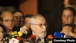 El secretario ejecutivo de la Mesa de la Unidad Democrática habla con la prensa tras la reunión de los opositores venezolanos con una comisión de cancilleres de Unasur.