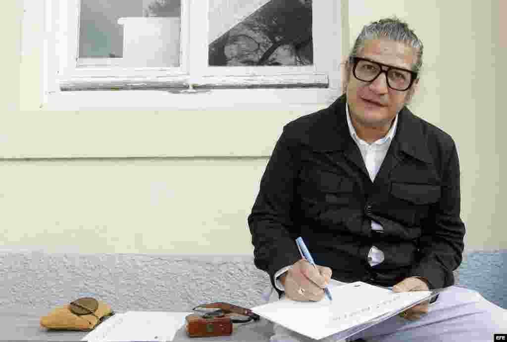 """El artista cubano Carlos Garaicoa dirigió el taller de """" Villa Iris"""" en la Fundación Botín."""
