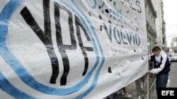 Simpatizantes de la presidenta argentina apoyan discusión de proyecto de ley este 25 de abril