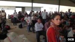 Refugiados sirios que procuran abandonar el país. Archivo.