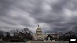Imagen del Capitolio, bajo unos nubarrones.