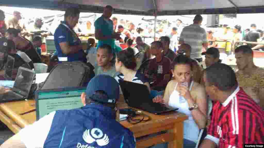 Segundo día del censo de la Procuraduría de Colombia a migrantes cubanos en Turbo. (Foto enviada a Facebook de Martí Noticias)