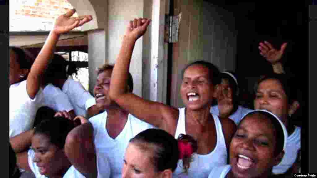 Damas de Blanco: Te literario en Santiago de Cuba
