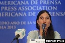 Yoani Sánchez durante la rueda de prensa
