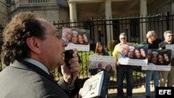 Vigília frente a sede diplomática cubana en DC